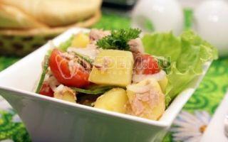 Salada com atum e cebola em conserva
