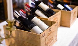 Zloději ukradli víno pomocí pařížských katakomb