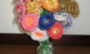 Flores feitas de garrafas plásticas