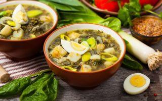 Sopa de beterraba verde com azeda