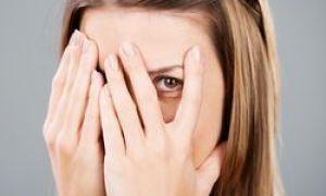 10 příznaků, že jste tajně zamilovaný do introvertu