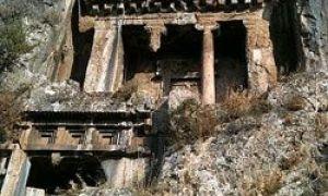 Úžasné památky architektury vytesané do skal