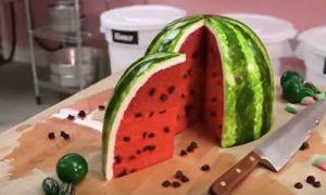 Kuchen in Form von Wassermelone