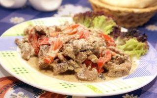 Carne de vită Stroganoff din carne de vită