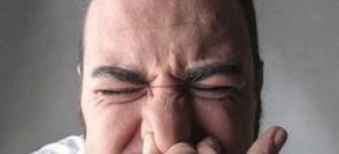 Gâtul bărbatului se prăbuși când stăpânise strănutul